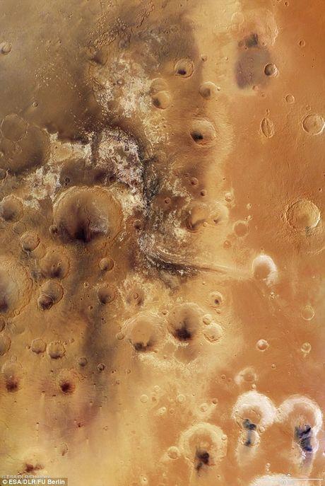 Hinh anh tuyet voi ve thung lung Mawrth Vallis tren sao Hoa - Anh 1