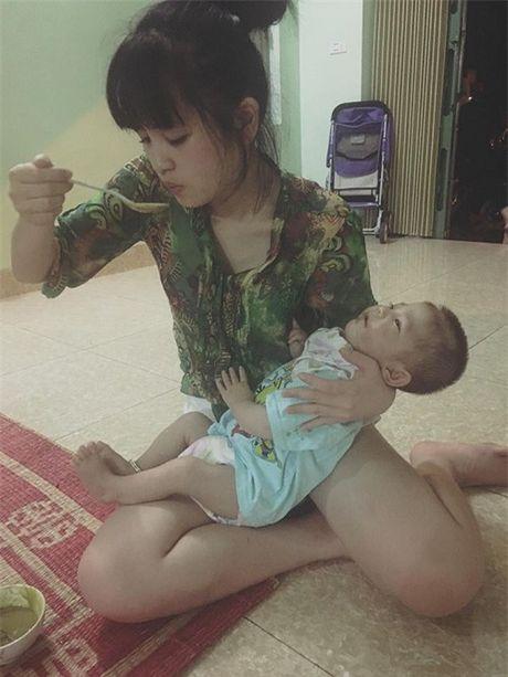 Gia the 'tien nu Lao Cai' nuoi be 14 thang nang 3,5kg - Anh 2