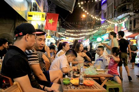 Nguoi nuoc ngoai kinh ngac truoc kha nang uong bia ruou cua nguoi Viet - Anh 2