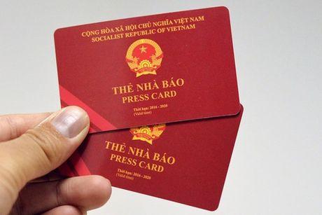 Chan chinh viec cap cac loai the gay nham lan voi The nha bao - Anh 1