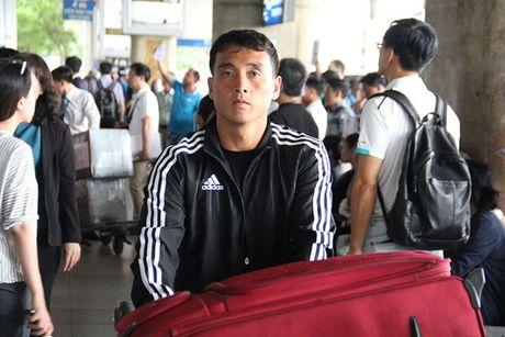 Tuyen thu Trieu Tien lanh lung o san bay Tan Son Nhat - Anh 2