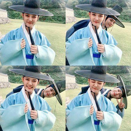 Sao Han 4/10: Bo Gum 'pha dam' Yoo Jung, Lee Jun Ki ha hoc gia vo ngu - Anh 2