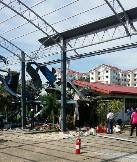 Truc thang lao vao truong hoc o Malaysia khien 4 hoc sinh bi thuong - Anh 3