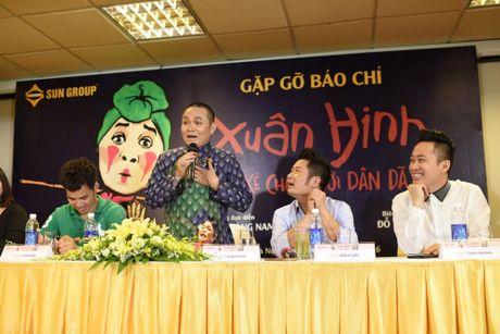 """Xuan Hinh tung hang loat qua """"doc, la"""" trong liveshow de doi - Anh 4"""