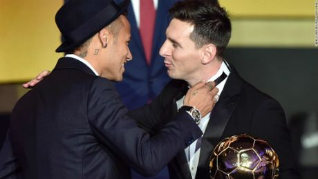 "Ronaldo, Messi gap han: Thoi sao doi ngoi cua ""QBV"" - Anh 2"