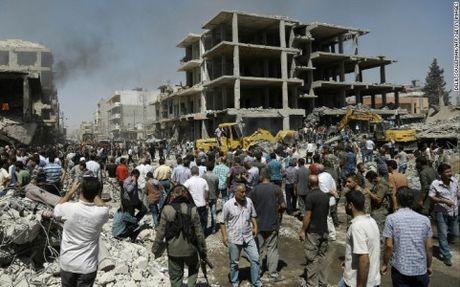 Chien su Syria: Danh bom lieu chet tai Hasaka khien hon 100 nguoi thuong vong - Anh 1
