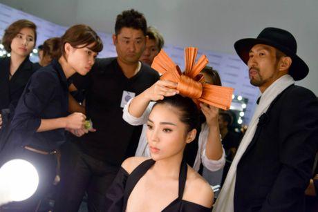 Hoa hau Ky Duyen khoe ve sexy ngot ngao tai su kien - Anh 3