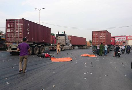 Hai anh em ruot chet tham duoi banh 'hung than' container - Anh 1