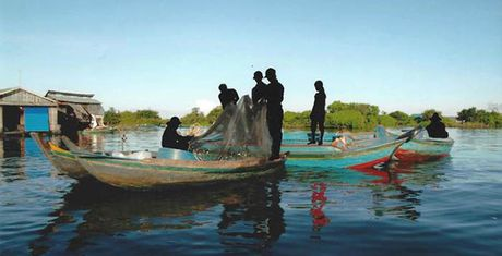 Nghe sy tre ke chuyen nguoi Viet luu lac tren dat Campuchia - Anh 1
