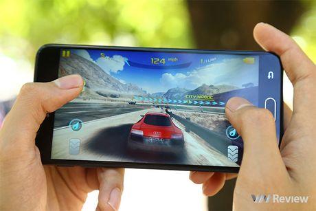 Do chi tiet Galaxy J7 Prime va Oppo F1s: ke tam lang nguoi nua can - Anh 11
