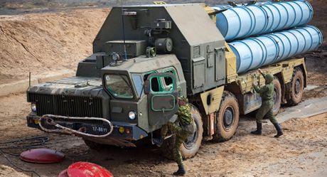Hoa Ky cao buoc Nga da trien khai ten lua S-300 tai Syria - Anh 1