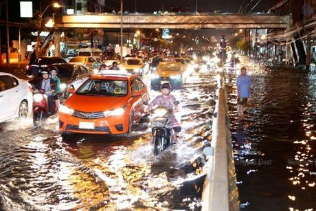 "Bangkok tro thanh ""be boi cong cong"" vi ngap - Anh 1"