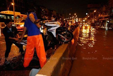 "Bangkok tro thanh ""be boi cong cong"" vi ngap - Anh 2"