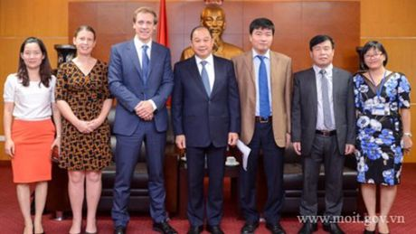 Thu truong Nguyen Cam Tu tiep Giam doc Khu vuc Chau A – Thai Binh Duong cua WEF - Anh 2