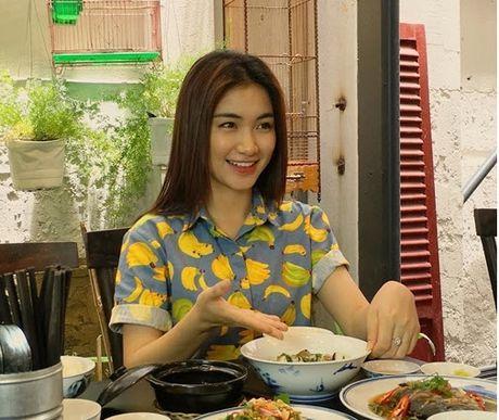 Chia tay Cong Phuong, Hoa Minzy lo anh nhay cam dong tinh - Anh 8