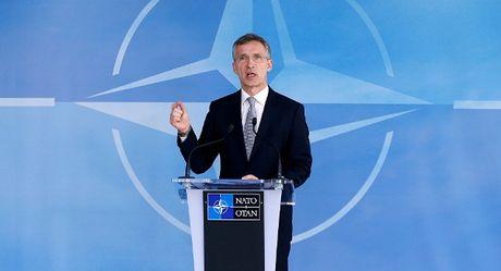 Lanh dao NATO thu nhan co lien lac voi tinh bao Lien Xo - Anh 1