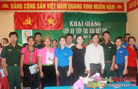 Doan Kinh te Quoc phong 4 mo lop xoa mu chu tai xa Muong Ai - Anh 2
