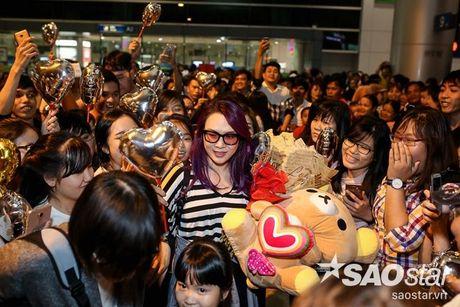 My Tam hon ho ve nuoc, hanh phuc trong vong tay fan sau chuyen luu dien tai My - Anh 10