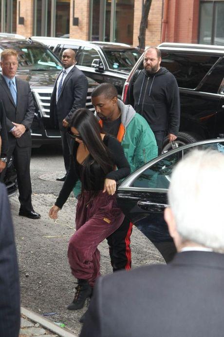 Bi cuop dien thoai, Kim Kardashian so lo tin nhan 'nhay cam' voi Kanye West? - Anh 2