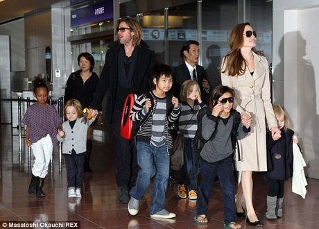 Dam Vinh Hung bi che trach trong liveshow 12 ty; Brad Pitt khoc loc voi bo me vi bi vo bo - Anh 7