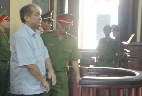 Tai sao Pham Cong Danh lay tien cua VNCB tra cho BIDV? - Anh 1