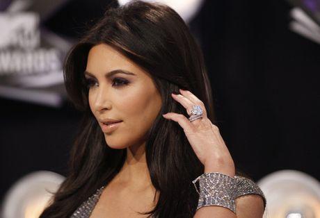 Kim Kardashian tro thanh muc tieu trom cuop vi mang xa hoi - Anh 2