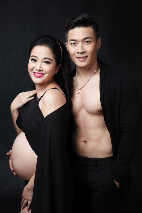 MC Hong Phuong chup hinh xiec voi chong du mang bau 6 thang - Anh 2