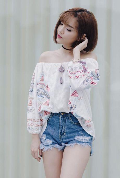 Sao Viet phai long vay ao hoa tiet theu - Anh 4