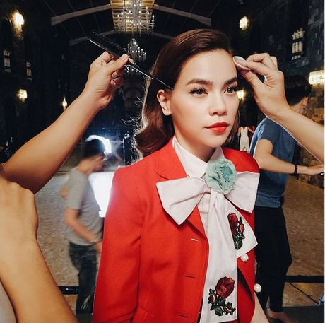Sao Viet phai long vay ao hoa tiet theu - Anh 7