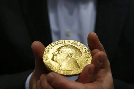 Tien thuong tu giai Nobel duoc tieu xai the nao? - Anh 1