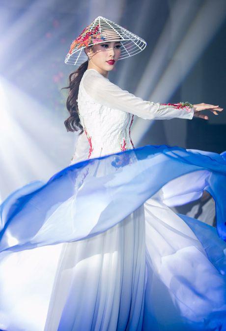 Nam Em mang ao dai va ao ba ba den Miss Earth 2016 - Anh 1