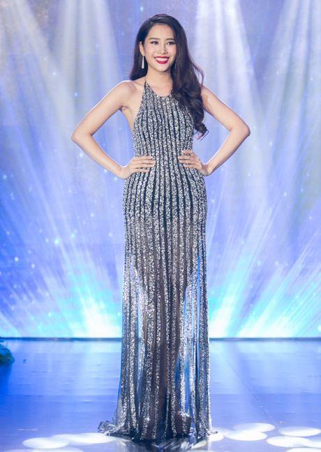 Nam Em mang ao dai va ao ba ba den Miss Earth 2016 - Anh 2