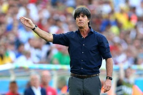 Joachim Low phan doi FIFA tang World Cup len 48 doi - Anh 2