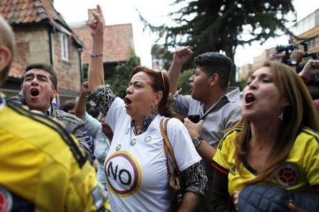 Thoa thuan ket thuc noi chien Colombia bi nguoi dan bac bo - Anh 1