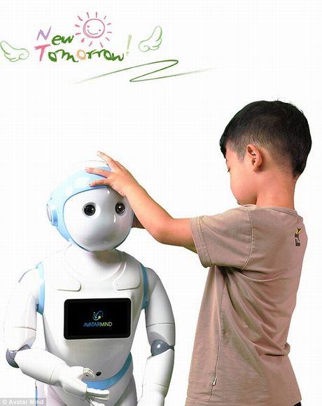 Tranh cai quanh iPal – robot thong minh cham soc tre nho - Anh 3