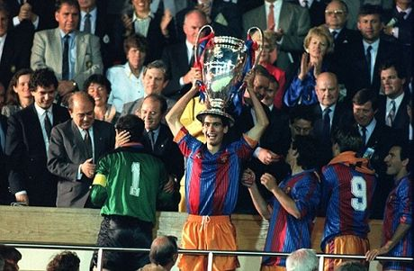 Pep Guaridola tung duoc 'Thanh' Cruyff cuu vot tai Barcelona - Anh 1