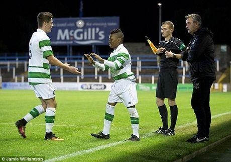 Sao nhi 13 tuoi da ra mat U20 Celtic tung khien doi tre Barca 'phat dien' - Anh 1