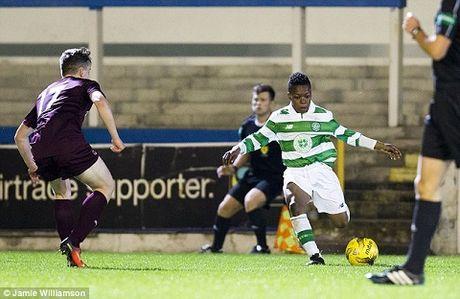 Sao nhi 13 tuoi da ra mat U20 Celtic tung khien doi tre Barca 'phat dien' - Anh 3