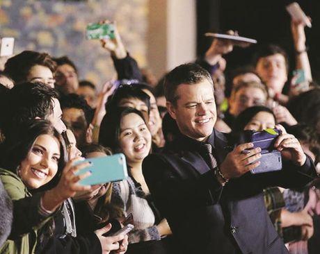 Matt Damon ben ben bo hanh phuc - Anh 1