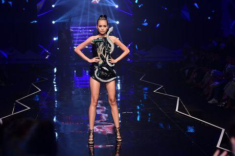 Nhung khoanh khac kho quen dem chung ket Top Model 2016 - Anh 8