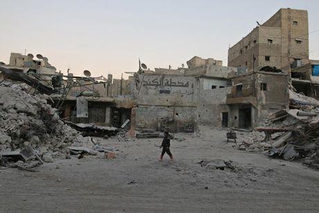 Chien truong Syria tiep tuc do lua khi quan he Nga - My cang thang - Anh 11
