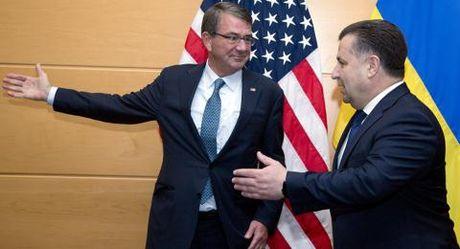 Ukraine theo My van phu thuoc Nga: Tinh the dang do - Anh 1