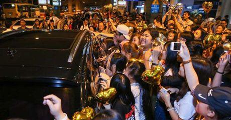 Fan Ho Ngoc Ha da xoay, noi My Tam dung tien 'mua' nguoi ham mo - Anh 2