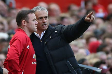 Rooney len tieng ve viec bi Mourinho 'tram' - Anh 1