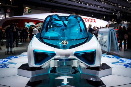 Can canh xe dien Toyota FCV Plus voi than trong suot - Anh 4
