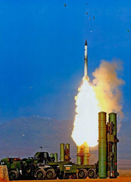 Khiep so ten lua S-300 Nga trien khai toi Syria - Anh 2