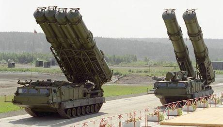 Khiep so ten lua S-300 Nga trien khai toi Syria - Anh 3