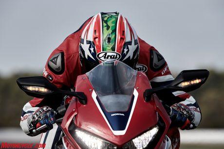 Honda ra mat CBR1000RR SP 2017 - chiec xe ma moi fan Honda deu them khat - Anh 13