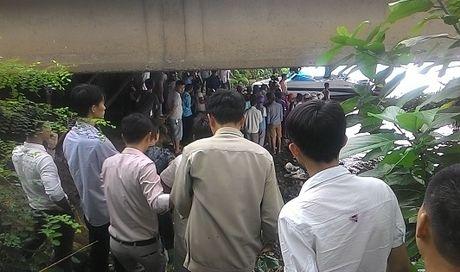 Tim thay thi the nam thanh nien nhay xuong song Huong - Anh 1