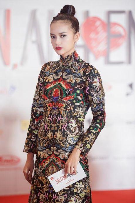 Ngoc Chau dep khong ti vet voi ao dai tinh te - Anh 2
